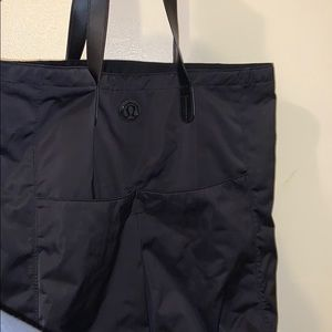 LULULEMON LARGE BLACK TOTE BAG